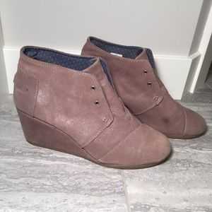 Toms Wedge Booties | Taupe w/ Shimmer | 11
